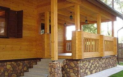 В настоящее время особой популярностью стали пользоваться каркасные дома. Брусья обеспечивают оптимальные теплоизоляционные свойства и хороший микроклимат в